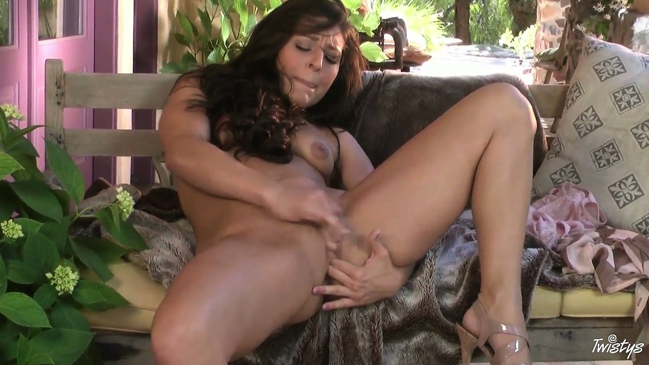 Porno Video of Classic Beauty Gets Her Trimmed Bush Ready For Some Finger Licking Good